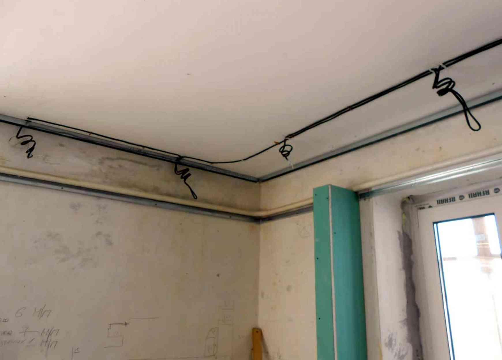 прокладка кабеля для потолочных светильников