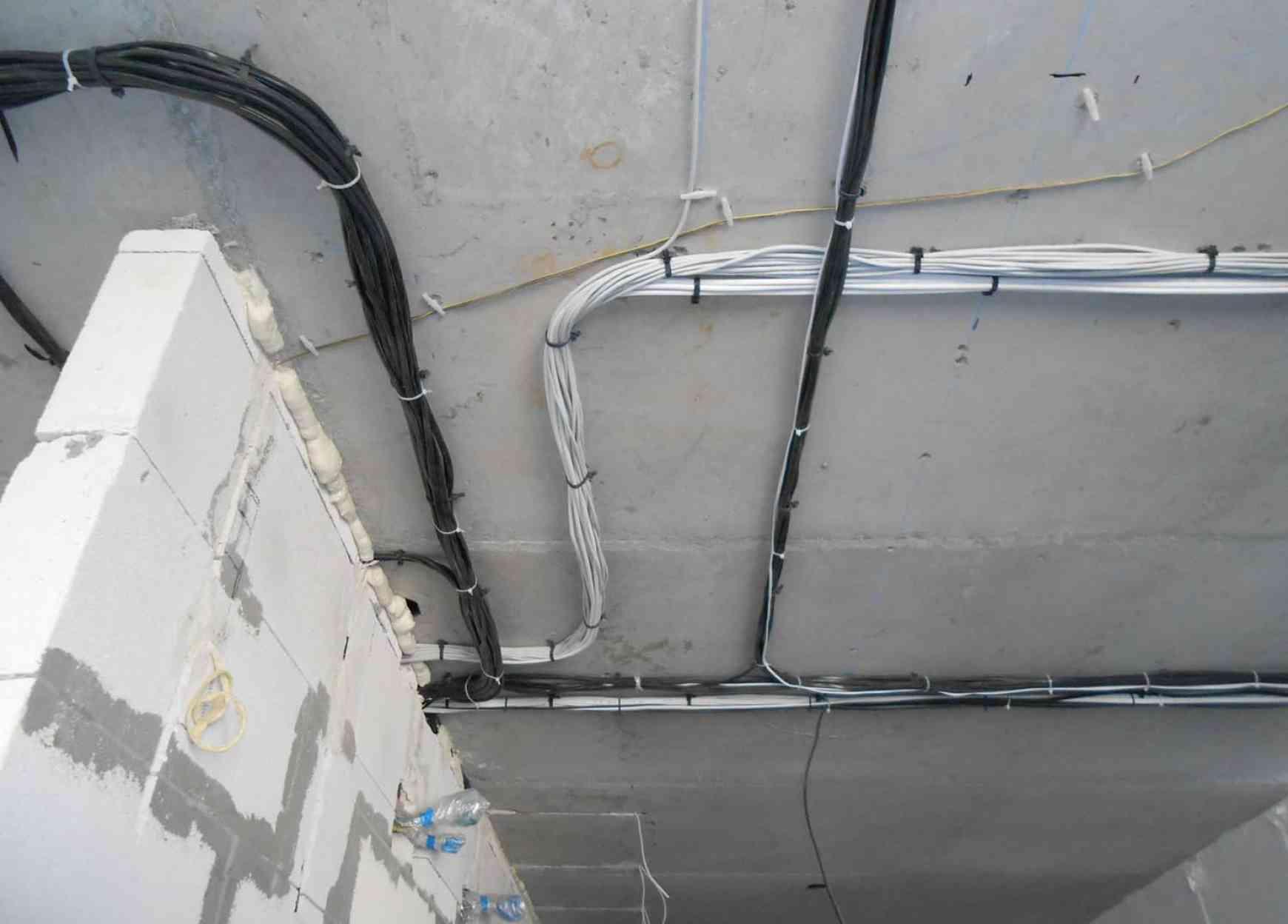 Прокладка кабеля открытым способом от 0,8 руб.