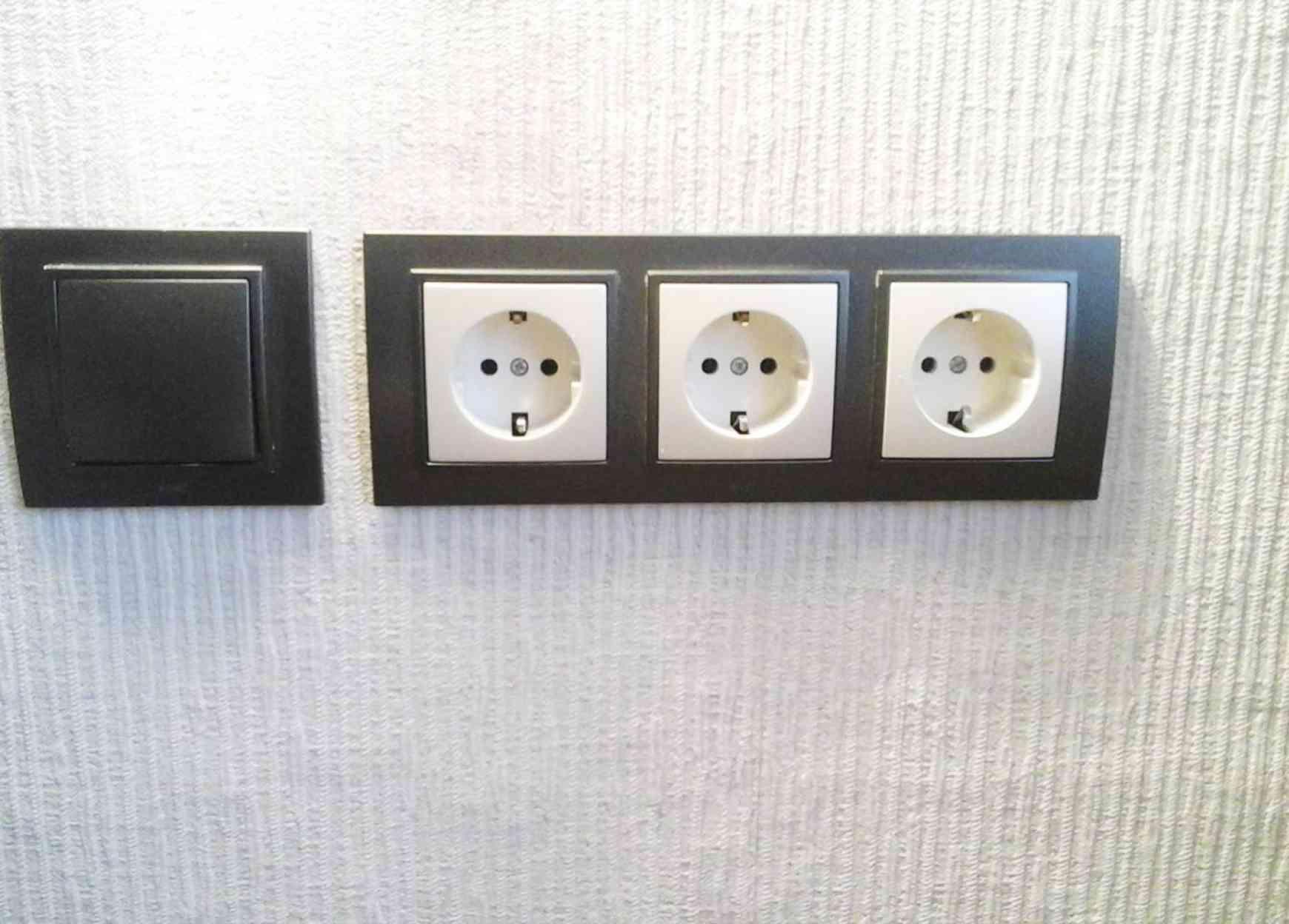 Монтаж группы розеток и выключателя на кухне